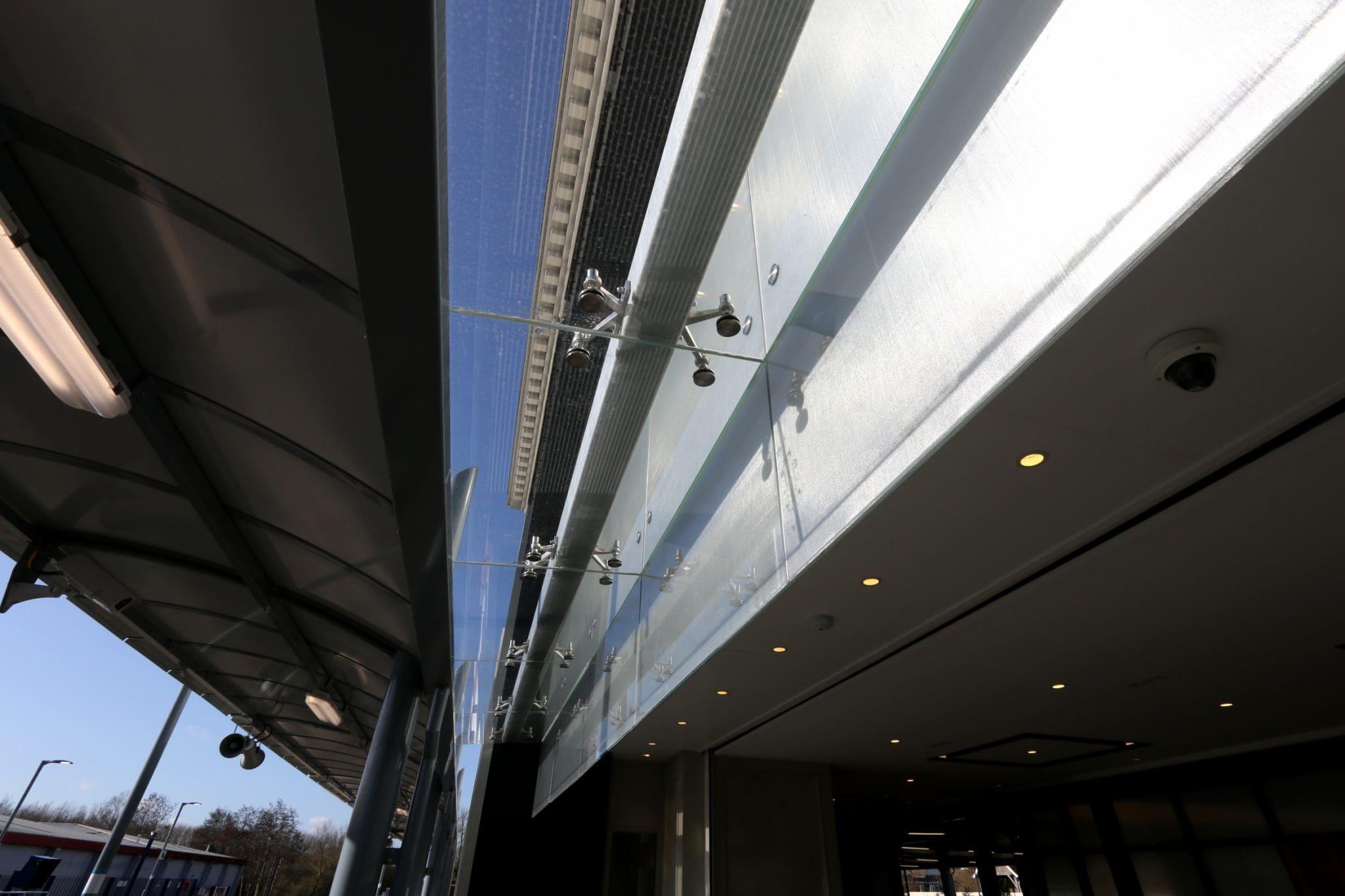 Frameless Glass Roof Link
