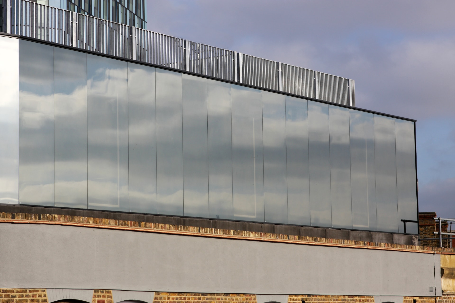 Highly Reflective Glass Cladding