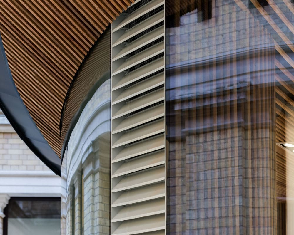 curved structural glass