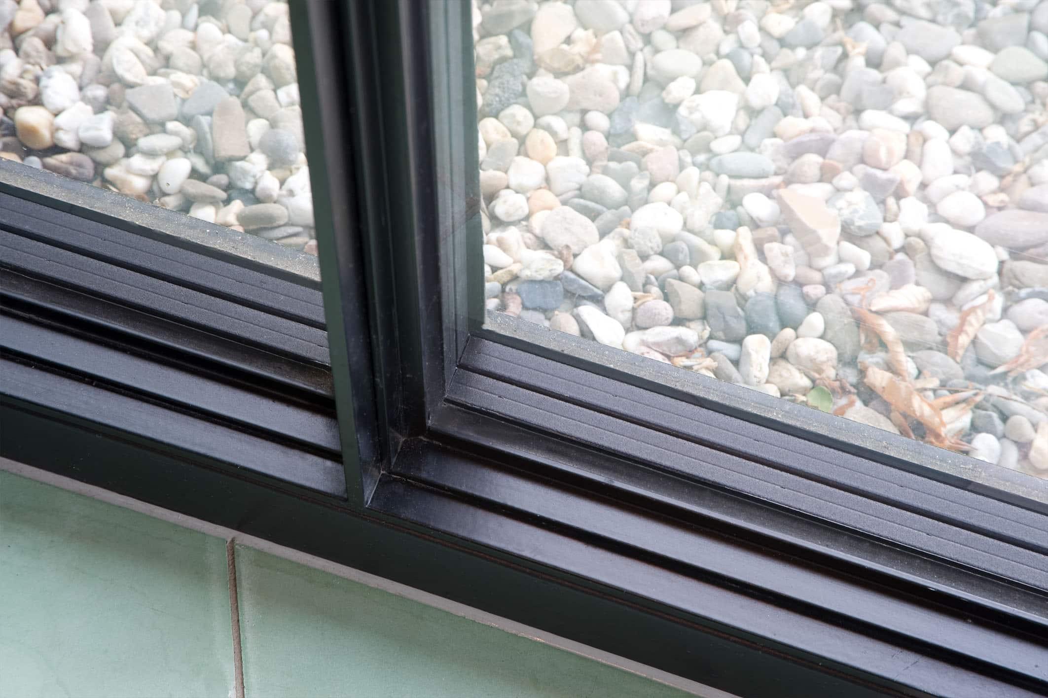 steel framed sliding door joint