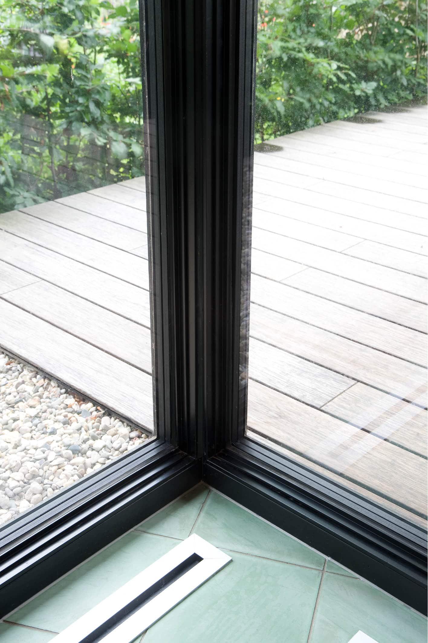corner steel glazing joint