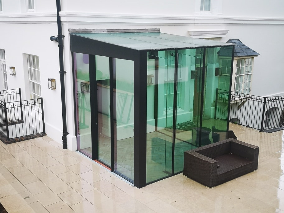 Minimal structural glass box extension to hotel
