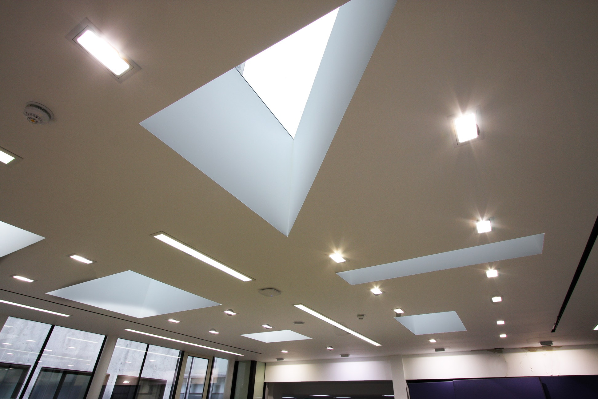 Frameless venting rooflights in triangle and square configurations