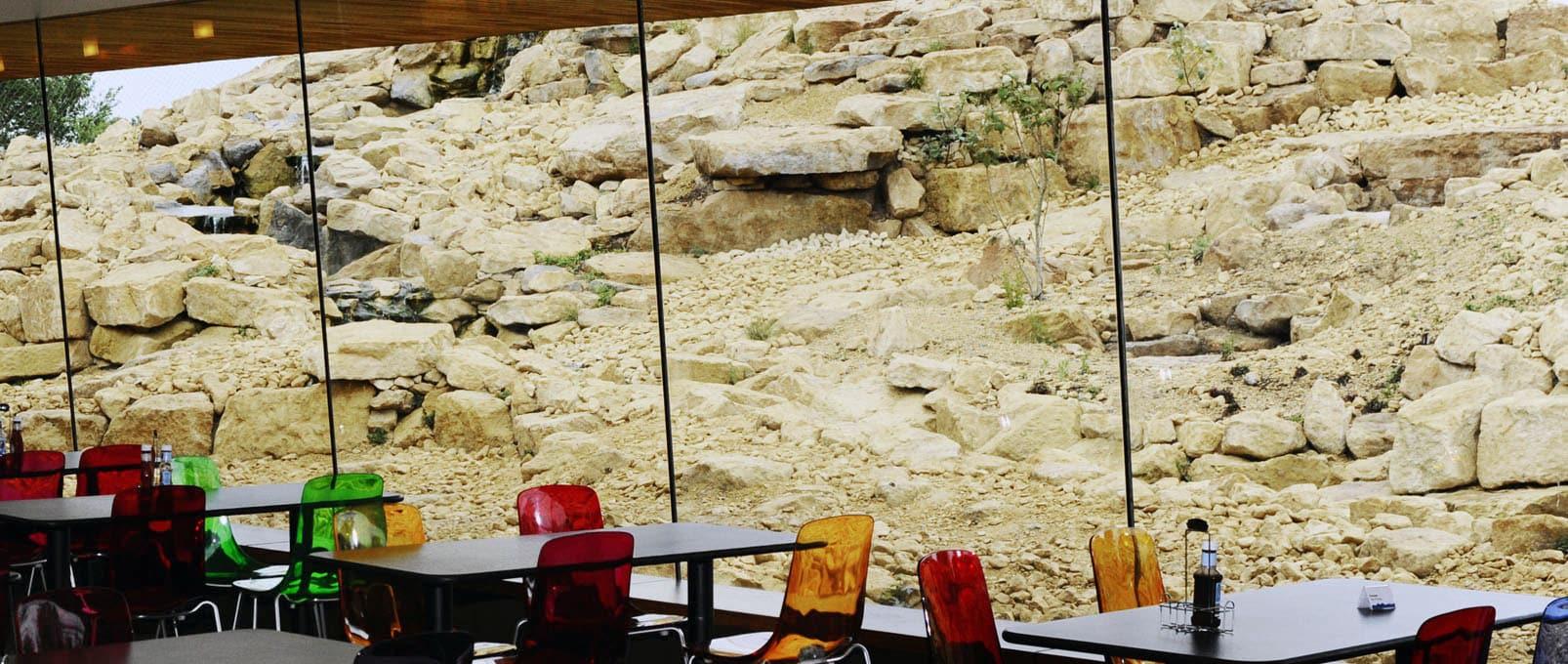 Frameless heated glass zoo cafe wall