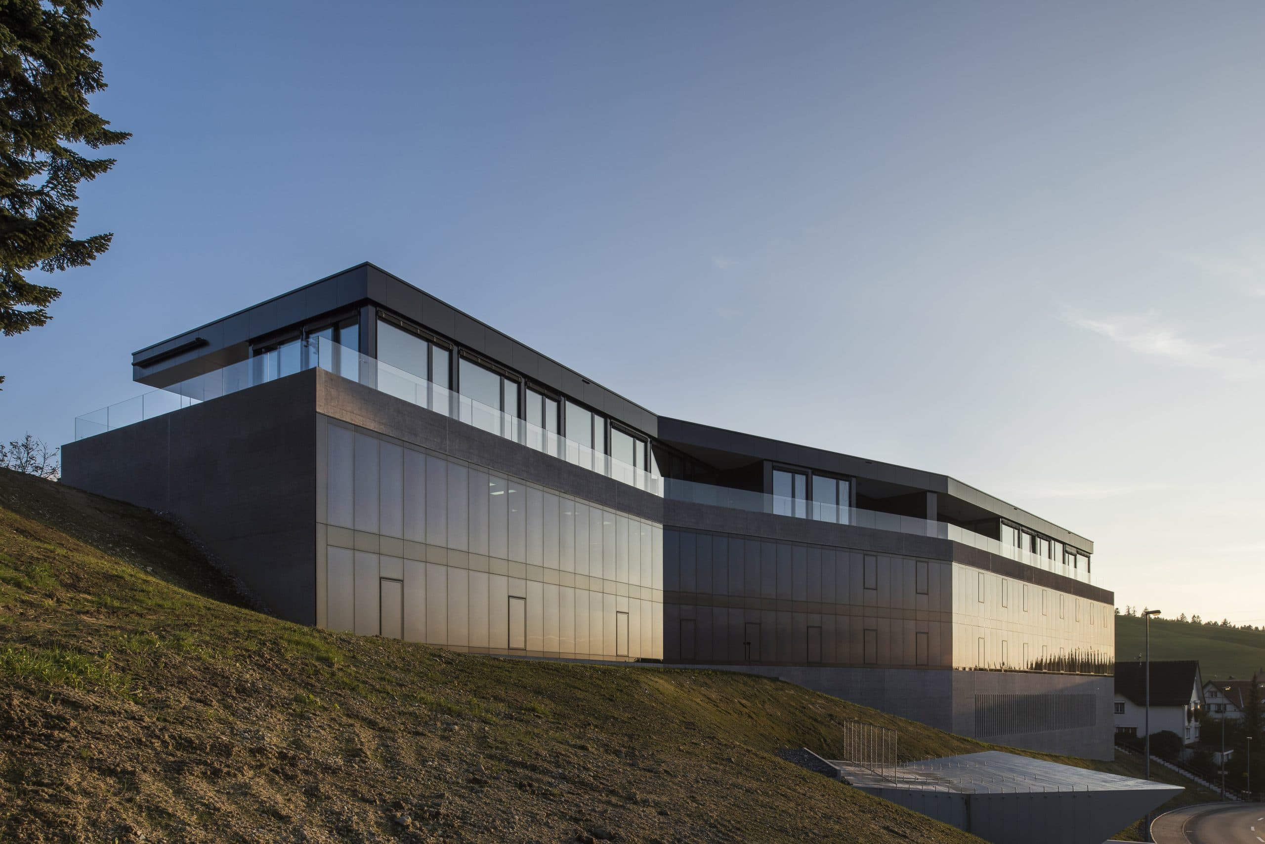 Bellavista private eyecare clinic in switzerland withelectrchromic glass