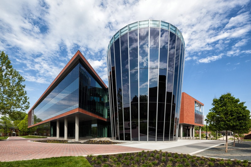 Fully glazed modern American university with adjustable electrochromic glass atrium