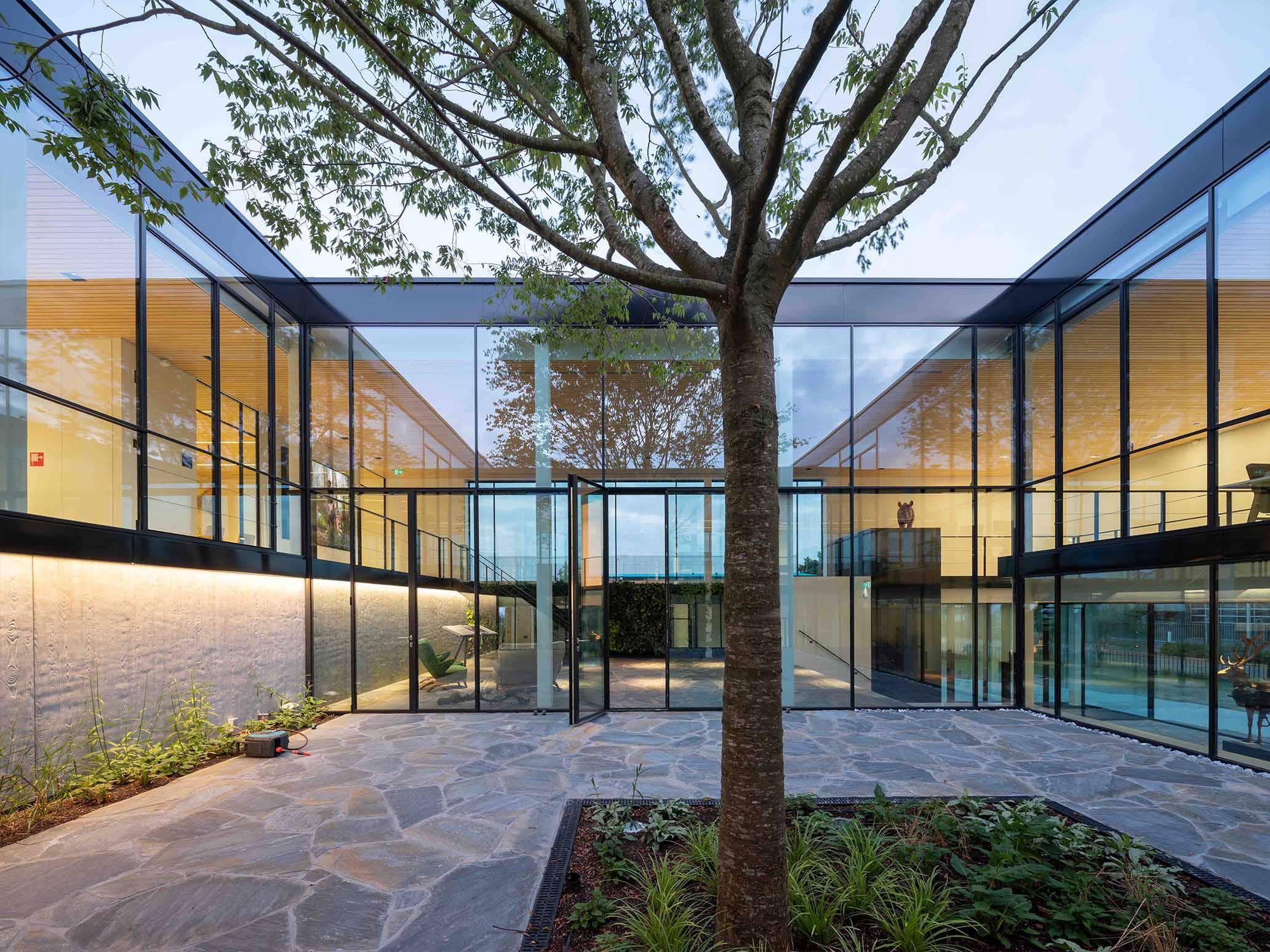 dolphin quays residential developement using aluminium framed glazing with aluminium windows