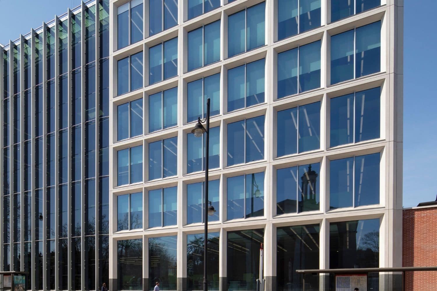 Large commercial building in London using electrochromic glass as a solar shading solution