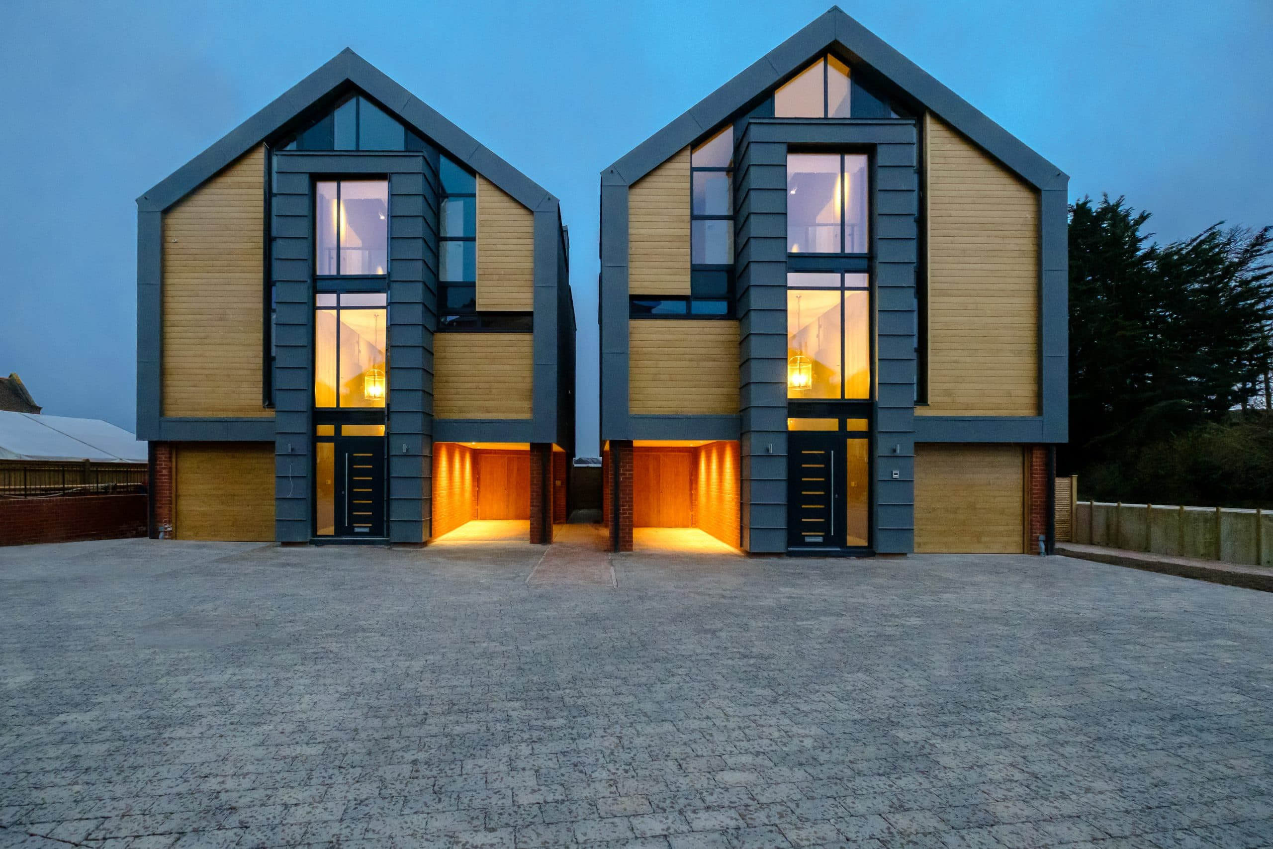 two luxury residntial units by the coast with sieger systems slim aluminium framed glazing