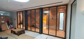 Frameless glass fire rated gall partition in a commercial space