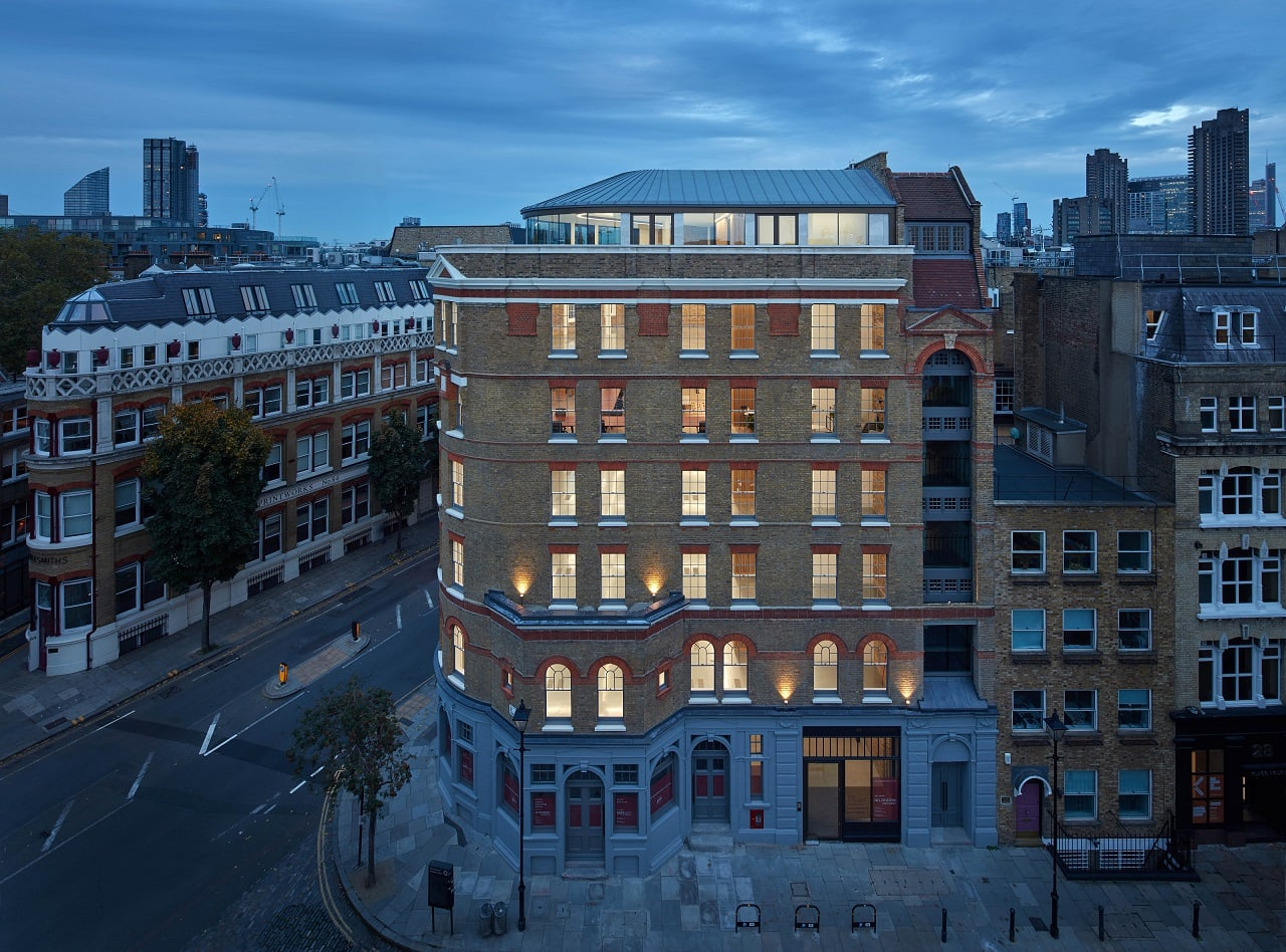 Commercial building in London with modern aluminium windows