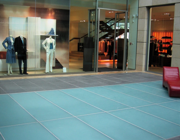 met quarter glass floor